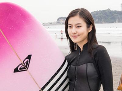 おかえりモネ キャスト明日美役・恒松祐里さんのサーフィン画像