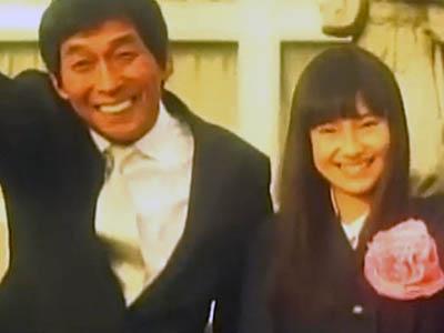 FUNKY MONKEY BABYSのシングル『ありがとう』のプロモーションビデオでの恒松さんとさんまさん